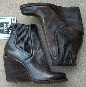 0f7cbd0c4b4b Frye Shoes - NWT FRYE Carrie Scrunch Leather Wedge Boot